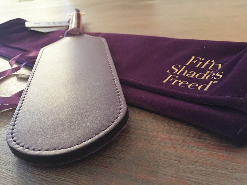 Productbespreking - Fifty Shades Freed Leren & suede paddle