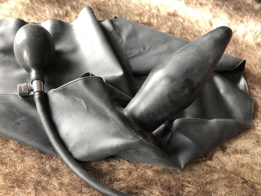 Latex Slip met opblaasbare Buttplug